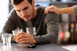 С таблетками Трезор алкоголик сам решает бросить пить.